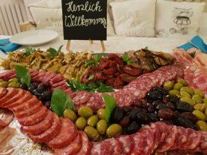 Wurst, Oliven und Antipasti bei Sizilien in Bad Honnef